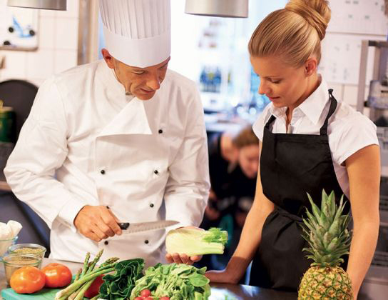 Chef-showing-vegtables-to-a-woman